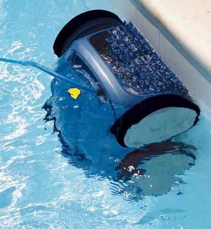 ¿Sabías que un limpiafondos manual consume mucha más agua que uno eléctrico?